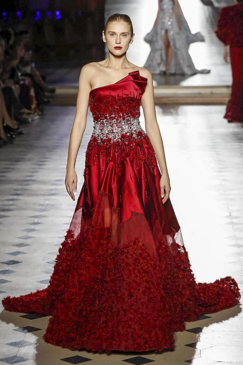 заглянуть самые дорогие красные платья фото змей