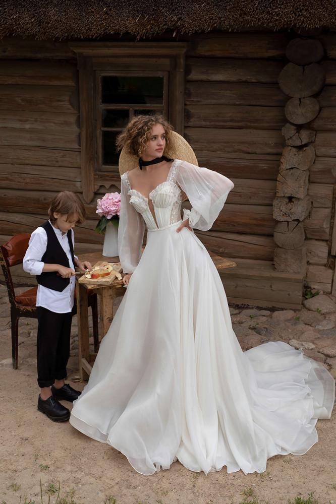 девушка модель свадебных платьев работа