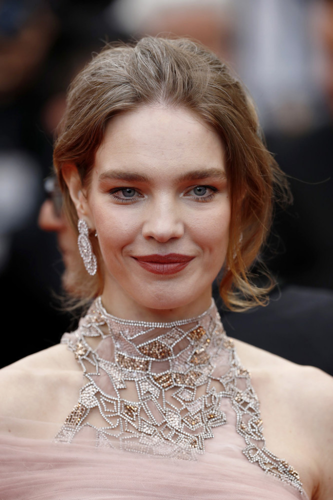 natalia+vodianova+le+belle+epoque+red+carpet+iwlemw7eywlx.jpg